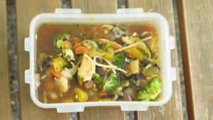 Meal Prep Rezept: Asiatische Suppe mit Mie Nudeln